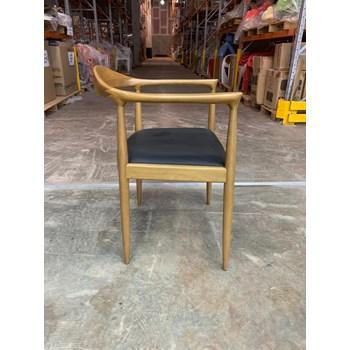 Cadeira Carolina em Madeira Natural - Almofada Preta