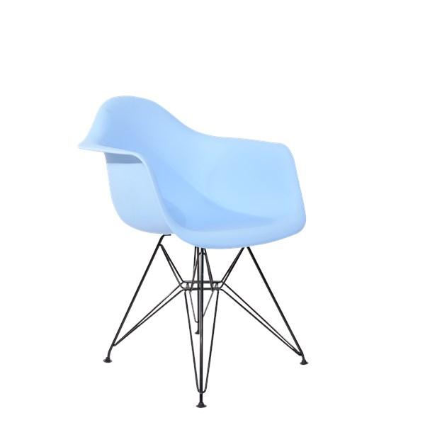 Cadeira Charles Eames Eiffel Com Braços e Base em Aço Preto - Assento em Polipropileno Cor Azul bebê